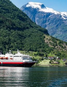 Destinations: Norway cruises | Northern Lights | Hurtigruten