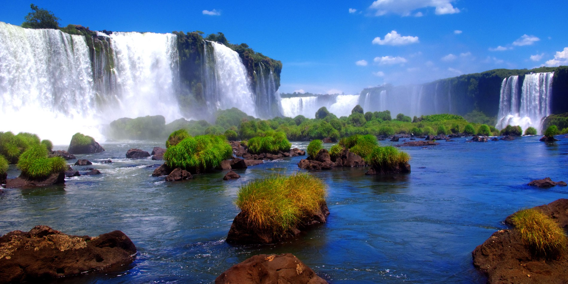 See the great Iguazu Falls on this tour