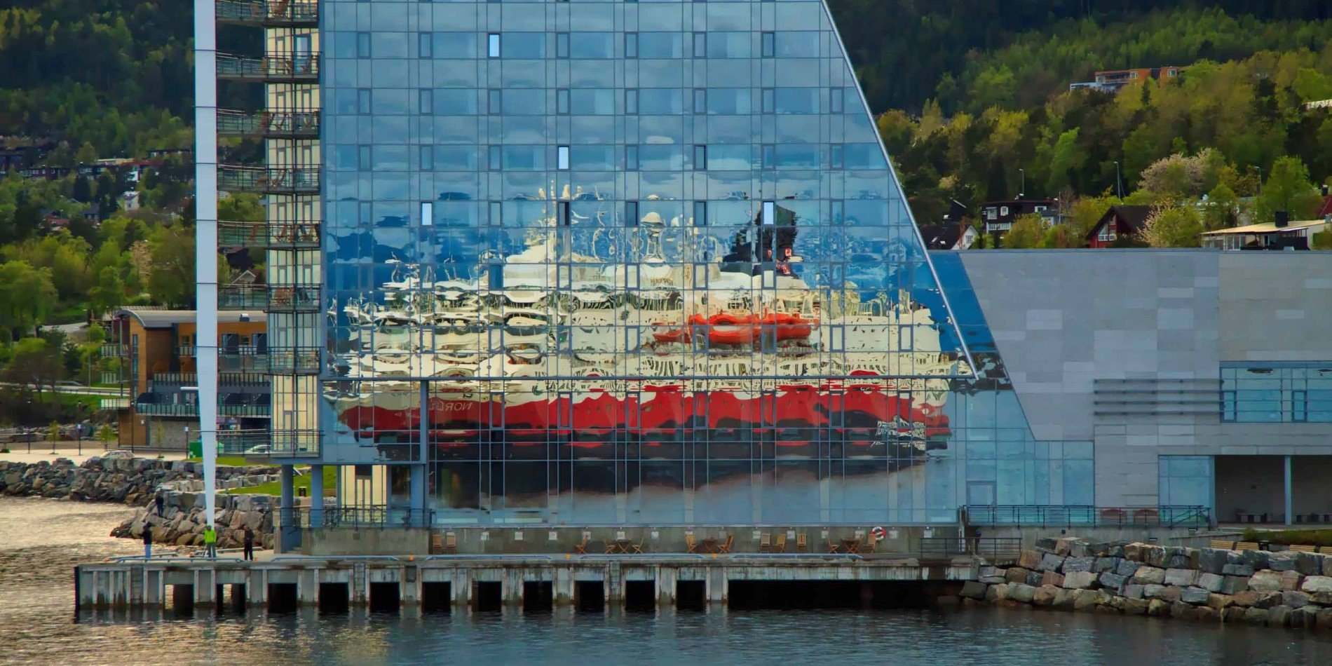 2500x1250_Molde-Port-Reflection_By_Marco-Habbecke_Guest-Image.jpg
