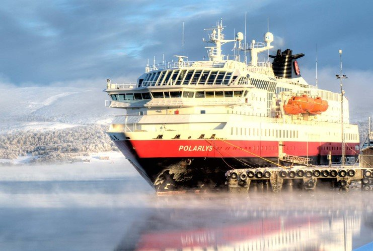 MS Polarlys a beautiful winter day in Kirkenes